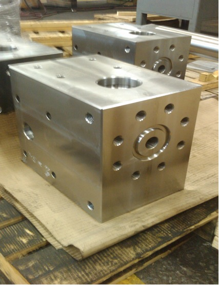 90 degree flow valve housing
